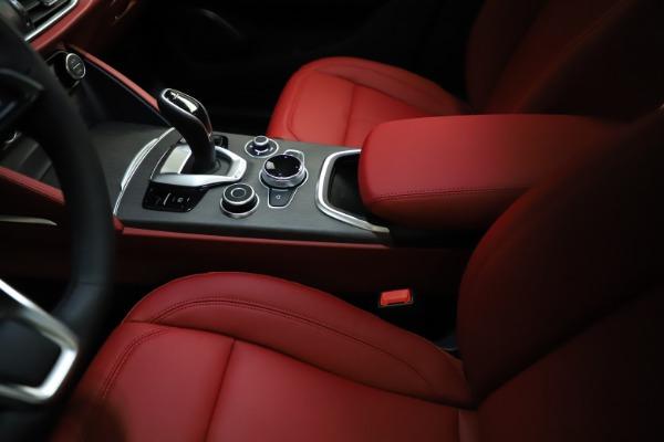New 2021 Alfa Romeo Stelvio Ti Q4 for sale $55,500 at Bentley Greenwich in Greenwich CT 06830 27