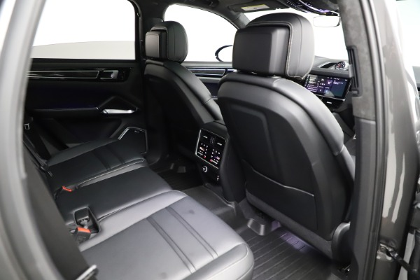 Used 2020 Porsche Cayenne Turbo for sale $145,900 at Bentley Greenwich in Greenwich CT 06830 25
