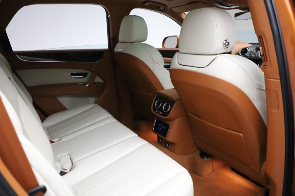 Used 2018 Bentley Bentayga Onyx Edition for sale $149,900 at Bentley Greenwich in Greenwich CT 06830 28