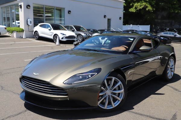 Used 2018 Aston Martin DB11 V8 for sale $151,900 at Bentley Greenwich in Greenwich CT 06830 24