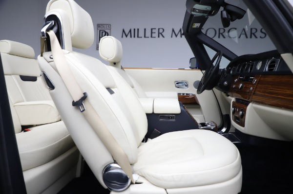Used 2009 Rolls-Royce Phantom Drophead Coupe for sale $219,900 at Bentley Greenwich in Greenwich CT 06830 25