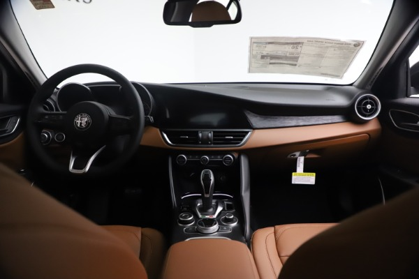 New 2021 Alfa Romeo Giulia Q4 for sale Call for price at Bentley Greenwich in Greenwich CT 06830 16