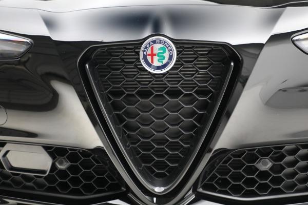 New 2021 Alfa Romeo Giulia Q4 for sale Sold at Bentley Greenwich in Greenwich CT 06830 13