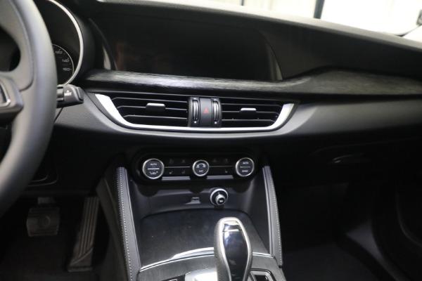 New 2021 Alfa Romeo Stelvio Q4 for sale $50,445 at Bentley Greenwich in Greenwich CT 06830 18