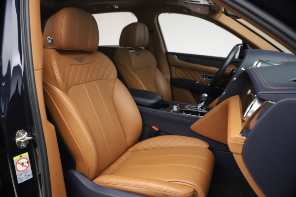 Used 2018 Bentley Bentayga W12 Signature for sale $149,900 at Bentley Greenwich in Greenwich CT 06830 27