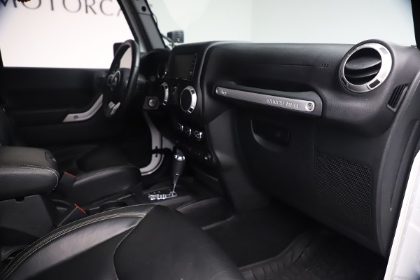 Used 2015 Jeep Wrangler Unlimited Rubicon Hard Rock for sale $39,900 at Bentley Greenwich in Greenwich CT 06830 27