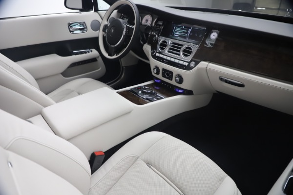 New 2021 Rolls-Royce Dawn for sale Call for price at Bentley Greenwich in Greenwich CT 06830 28