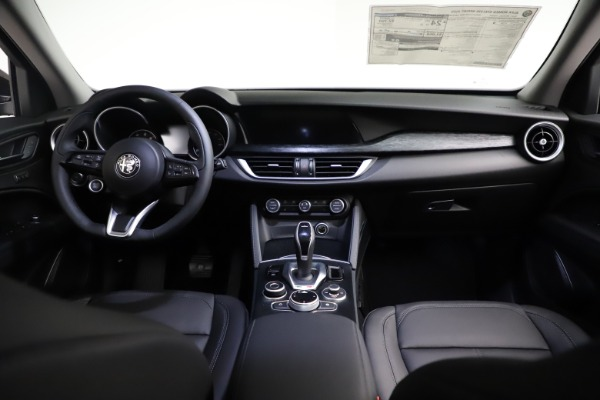 New 2021 Alfa Romeo Stelvio Q4 for sale $50,535 at Bentley Greenwich in Greenwich CT 06830 19