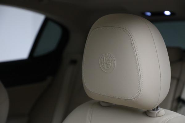 New 2021 Alfa Romeo Stelvio Ti Q4 for sale $55,205 at Bentley Greenwich in Greenwich CT 06830 16