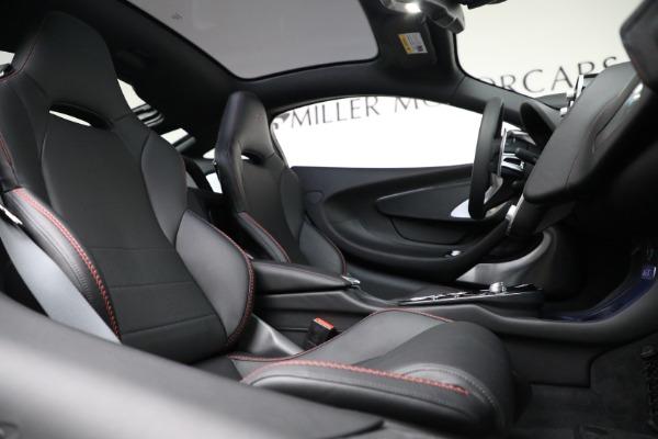 New 2021 McLaren GT for sale $217,275 at Bentley Greenwich in Greenwich CT 06830 23