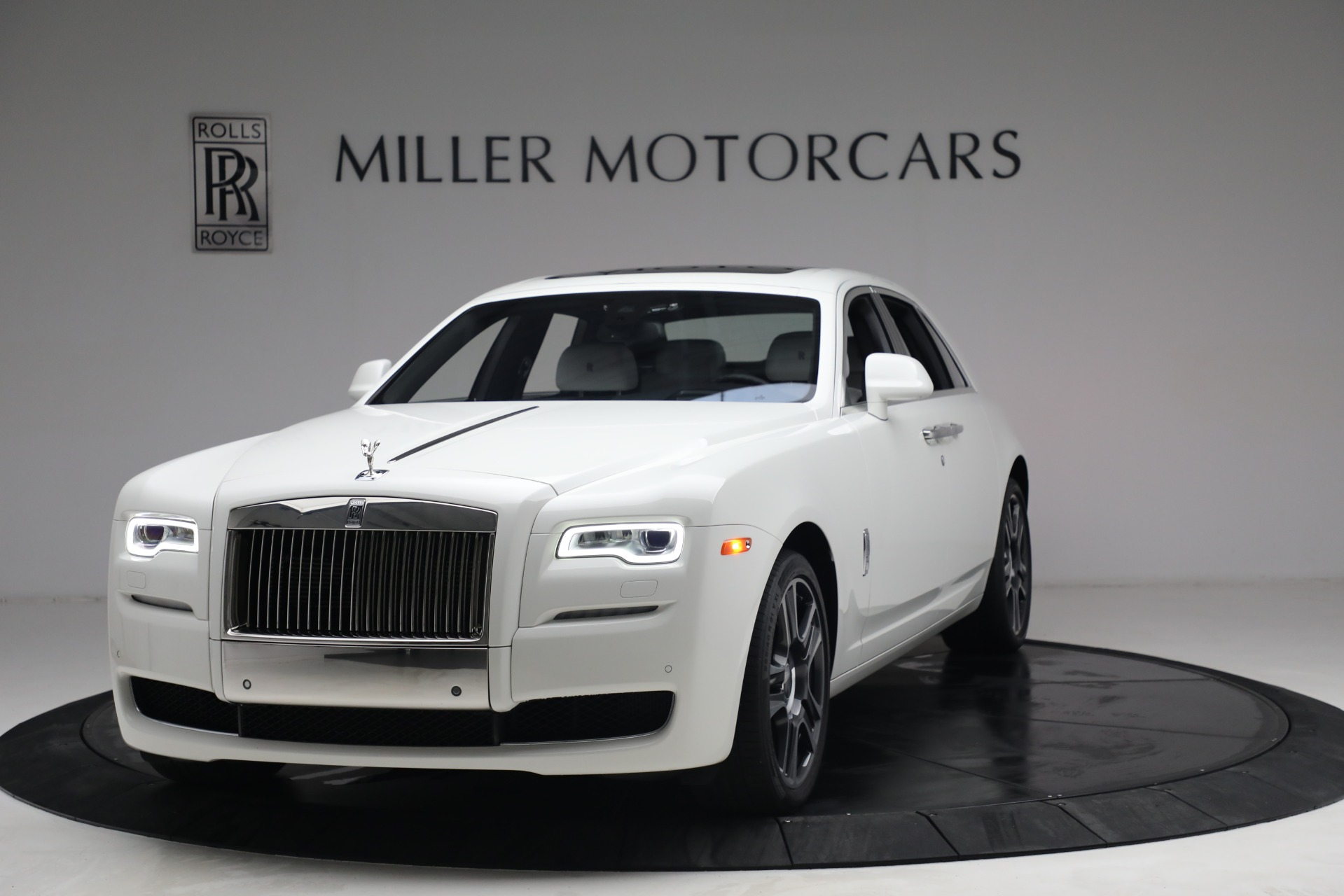 Used 2017 Rolls-Royce Ghost for sale $219,900 at Bentley Greenwich in Greenwich CT 06830 1