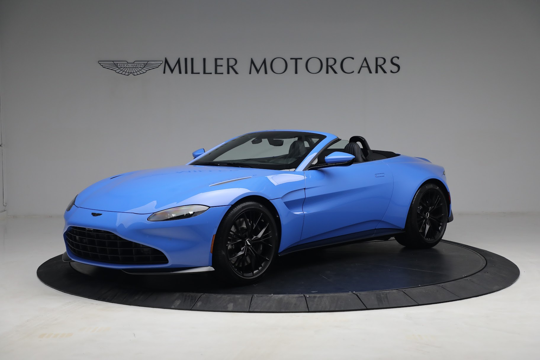 New 2021 Aston Martin Vantage Roadster for sale $186,386 at Bentley Greenwich in Greenwich CT 06830 1