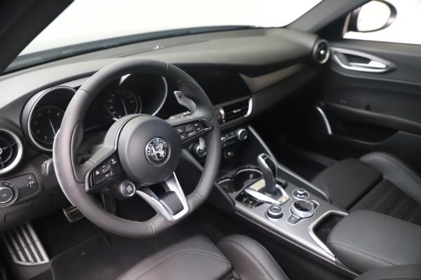 New 2022 Alfa Romeo Giulia Veloce for sale $52,845 at Bentley Greenwich in Greenwich CT 06830 13