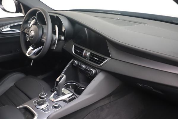 New 2022 Alfa Romeo Giulia Veloce for sale $52,045 at Bentley Greenwich in Greenwich CT 06830 17