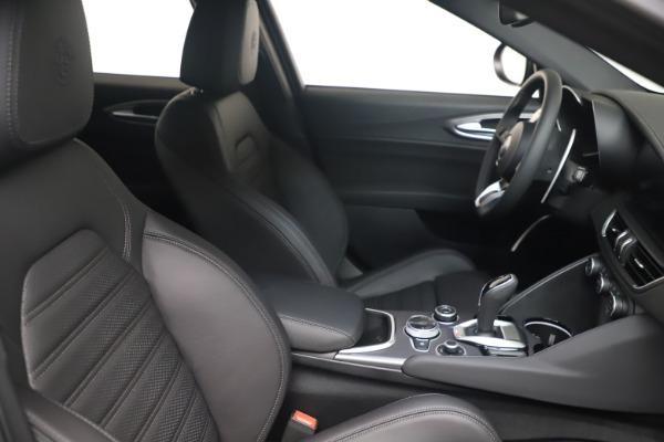 New 2022 Alfa Romeo Giulia Veloce for sale $52,045 at Bentley Greenwich in Greenwich CT 06830 18