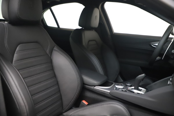 New 2022 Alfa Romeo Giulia Veloce for sale $52,045 at Bentley Greenwich in Greenwich CT 06830 19