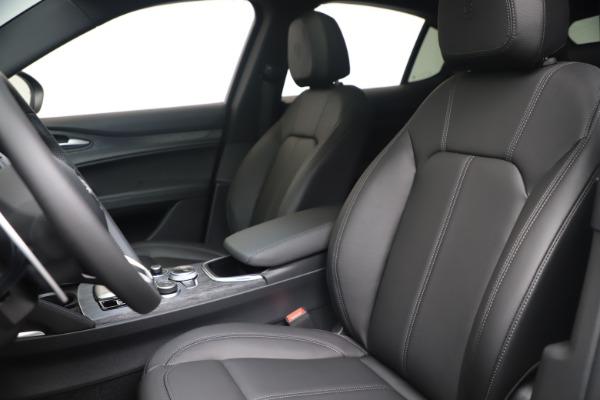 New 2022 Alfa Romeo Stelvio Sprint for sale $52,305 at Bentley Greenwich in Greenwich CT 06830 15