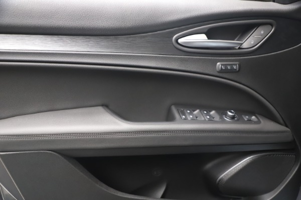 New 2022 Alfa Romeo Stelvio Sprint for sale $52,305 at Bentley Greenwich in Greenwich CT 06830 16