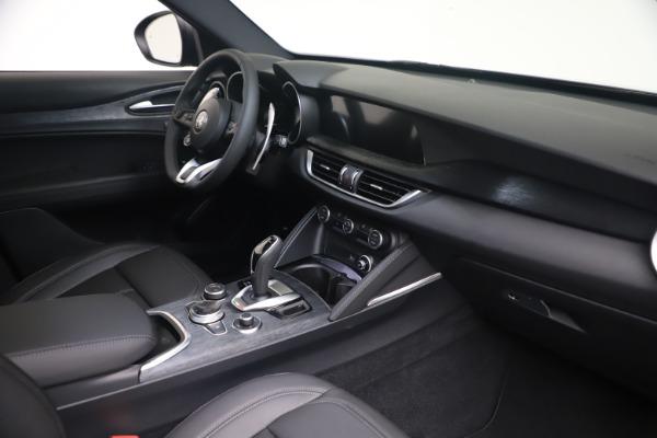 New 2022 Alfa Romeo Stelvio Sprint for sale $52,305 at Bentley Greenwich in Greenwich CT 06830 18