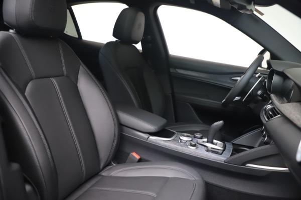 New 2022 Alfa Romeo Stelvio Sprint for sale $52,305 at Bentley Greenwich in Greenwich CT 06830 20