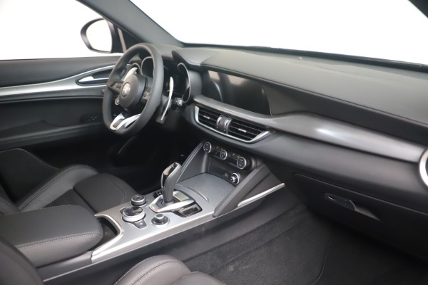 New 2022 Alfa Romeo Stelvio Veloce for sale Sold at Bentley Greenwich in Greenwich CT 06830 18