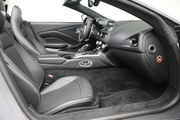 New 2021 Aston Martin Vantage Roadster for sale $180,286 at Bentley Greenwich in Greenwich CT 06830 19