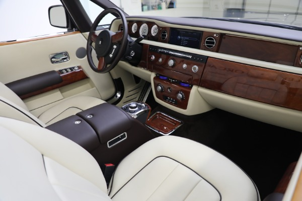 Used 2015 Rolls-Royce Phantom Drophead Coupe for sale Call for price at Bentley Greenwich in Greenwich CT 06830 28