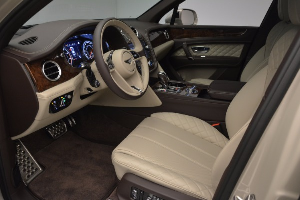 Used 2017 Bentley Bentayga for sale Sold at Bentley Greenwich in Greenwich CT 06830 19