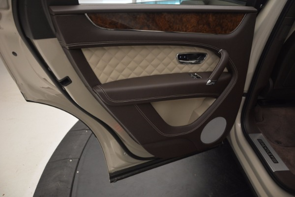 Used 2017 Bentley Bentayga for sale Sold at Bentley Greenwich in Greenwich CT 06830 25